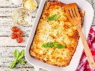 Рецепта Лесна домашна лазаня болонезе от готови кори с телешка кайма, домати от консерва, босилек и кашкавал на фурна